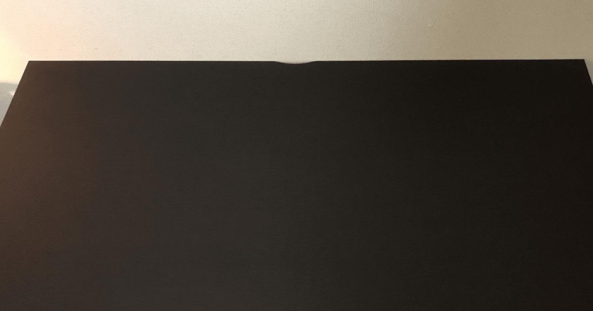 LALASTYLEの幅140cm・奥行き70cmのデスクの上