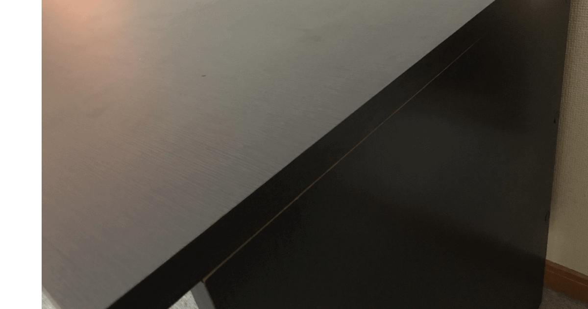 LALASTYLEの幅140cm・奥行き70cmのデスクを右から見る