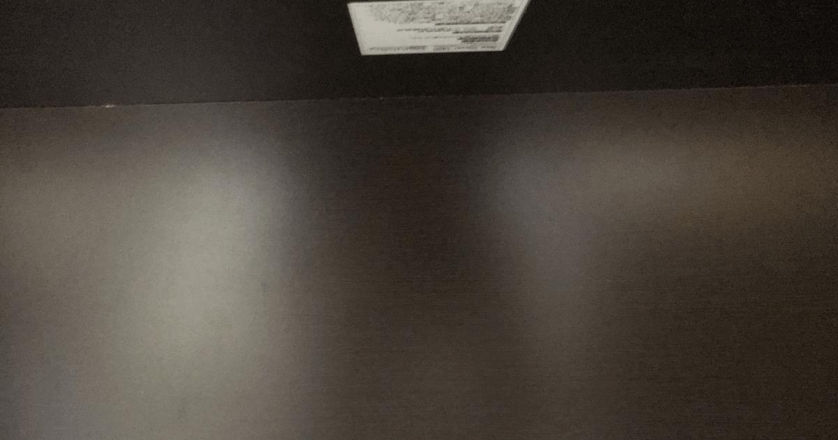 「LALA STYLEのデスク」幅140cm・奥行き70cmの下